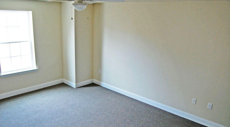 2215-2nd-floor-camac-temple-u-off-campus-housing-bedroom-2a-1299px