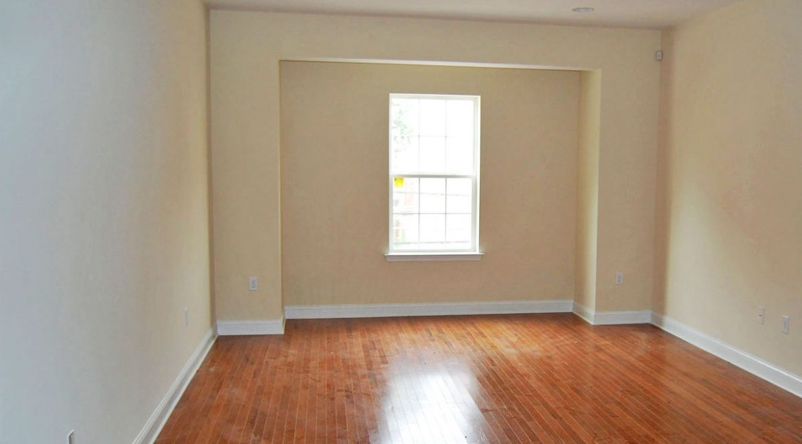 2215-1st-floor-camac-temple-u-off-campus-housing-living-room-1a-1200px