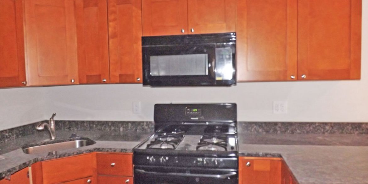 berks-street-temple-u-off-campus-housing-kitchen-1