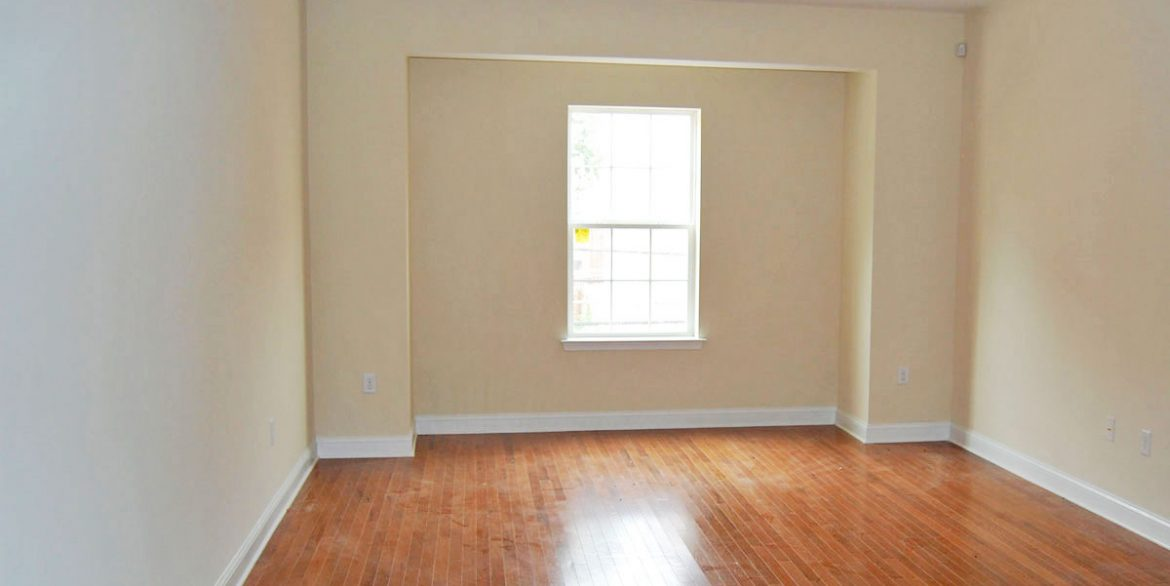 berks-street-temple-u-off-campus-housing-living-room-1
